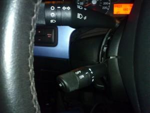 Cruise control özellikli sinyal kolunun montajı.